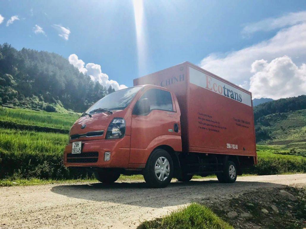 Xe tải chở hàng Phố Ngô Thì Nhậm