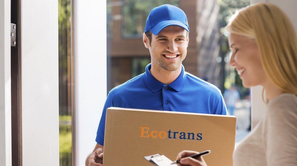 Nhân viên giao hàng nhiệt tình thân thiện với quý khách hàng